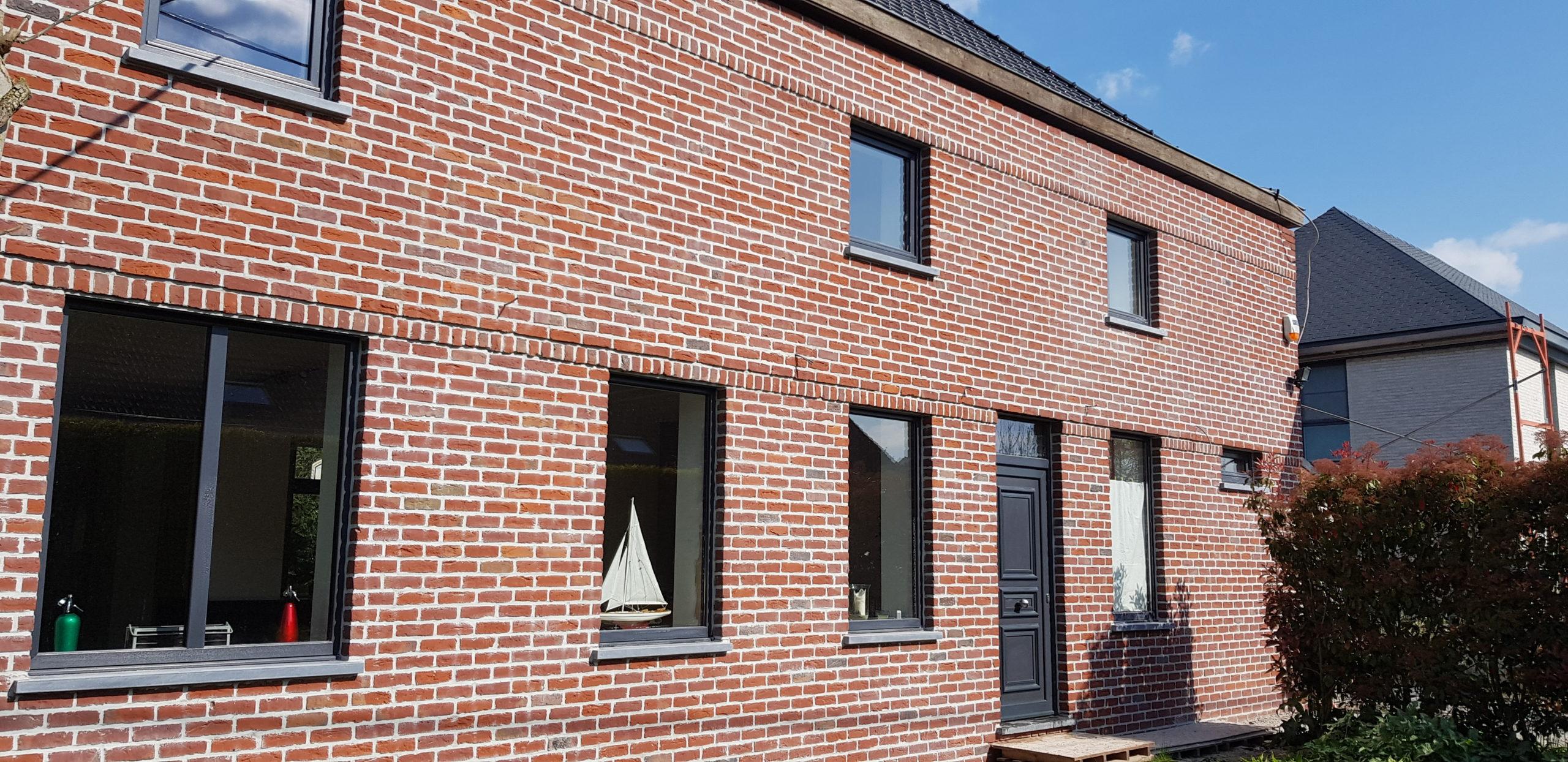Nouvelle brique de façade et remplacement chassis à Evregnies